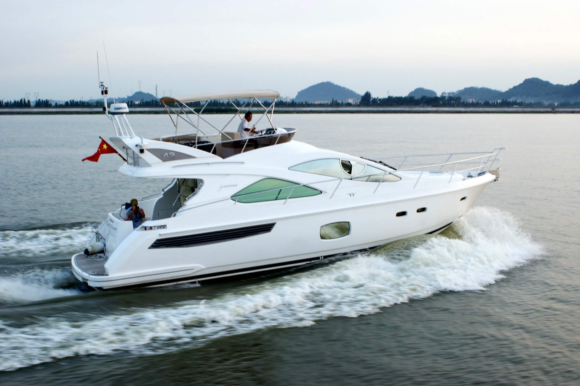 Artemis 43 - A new line of fast boasts motor yachts